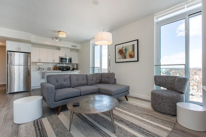 Beautiful Executive Suite Downtown Oshawa