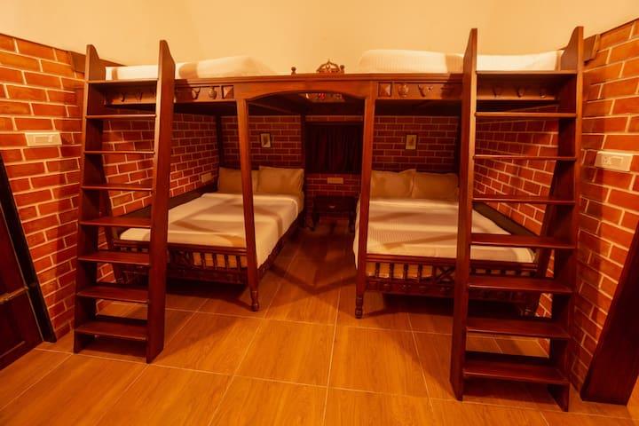 Queen size bunk Beds Accomodates 2+2 in lower 1+1 in upper