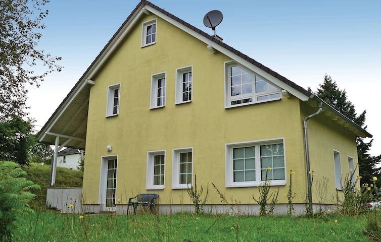 Holiday cottage with 3 bedrooms on 80 m² in Lengenfeld OT Waldk.