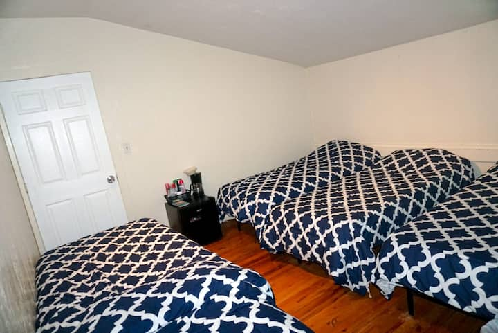 SHARED ROOM AVAILABLE CLOSE TO DOWNTOWN