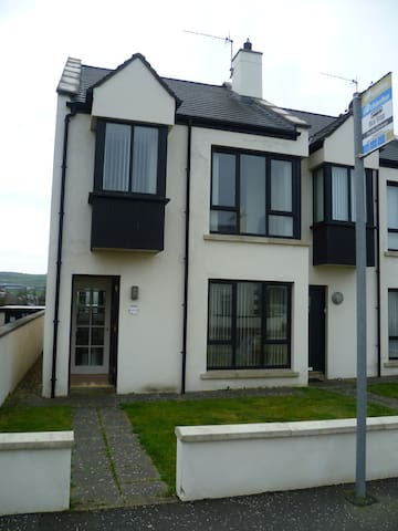 Causeway Coast Rentals - Bayview Townhouse 2 - Portballintrae - Holiday home