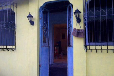 A quiet, sunny, 50sqm house for vacation rent - Cavite - Townhouse