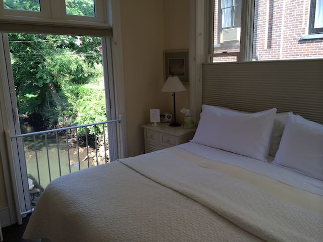 Val's Room at the Firehouse in Piermont NY - Piermont - Bed & Breakfast