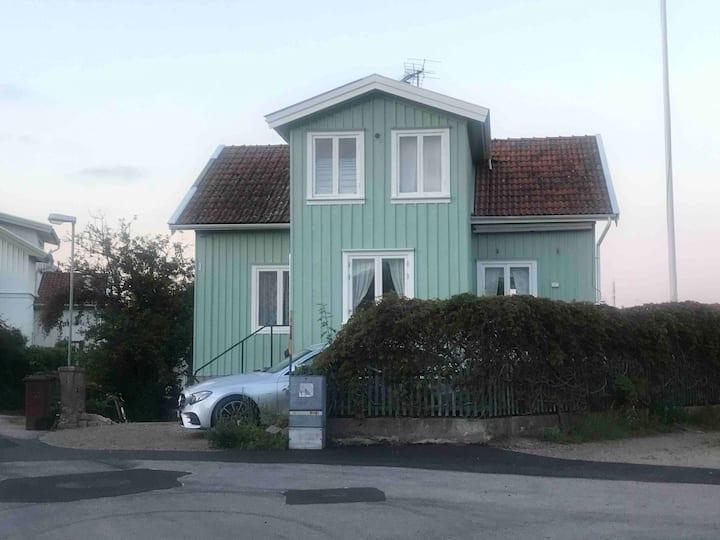 Stort hus mitt i Fiskebäckskil