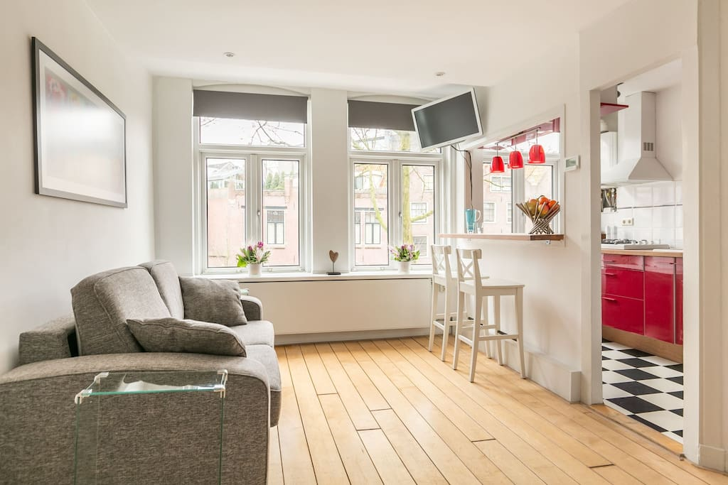Bright livingroom with canalview from the windows