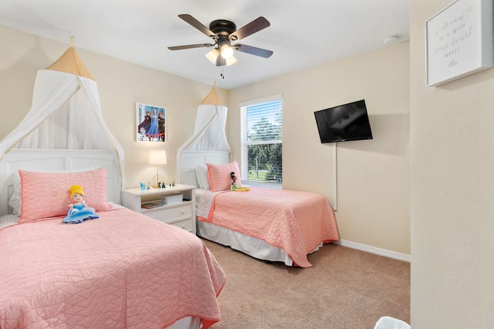 """Princess Room! This second floor bedroom features two twin sized beds, a 32"""" smart TV, access to the second floor hall bath & a few fun toys to entertain the princesses in your life!"""