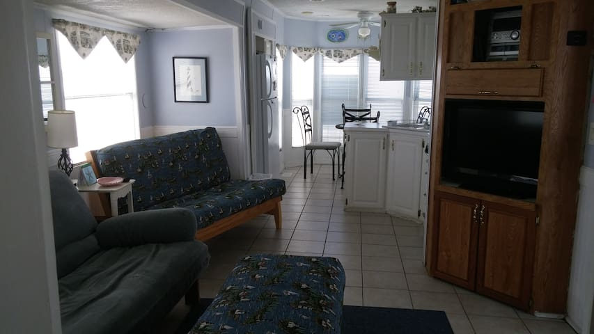 400 Sq feet of living space with tiled floors which make it pet friendly.  Entertainment center has flat screen tv, stereo and DVD player.