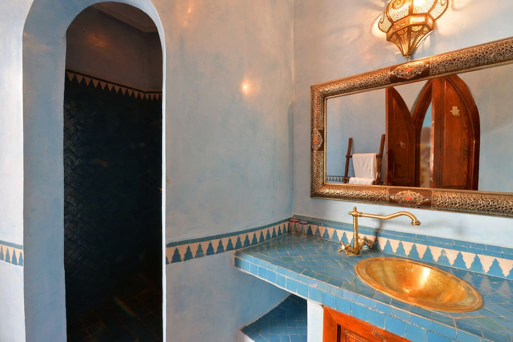 salle de bain cambre bleue