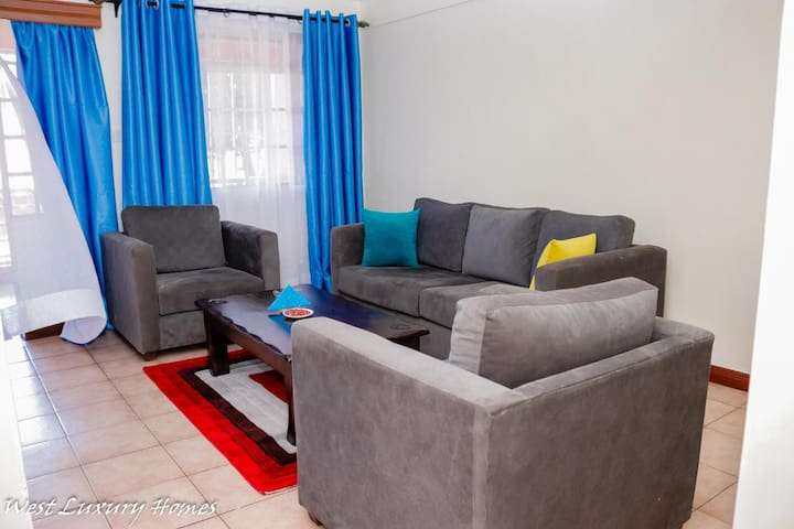 Quaint luxurious apartment in quiet leafy Milimani