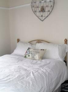 Double Bedroom Available - Haywards Heath - Dom