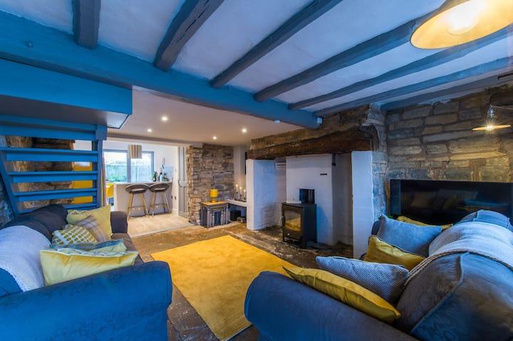 Cosy 2 Bedroom Cottage with Log-Burner & Parking