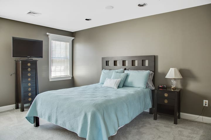 Lovely bedroom close to UD Campus
