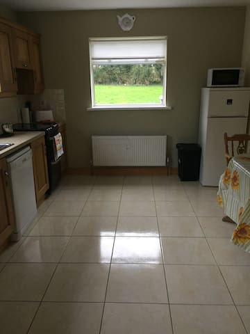 Private bedroom/kitchen Rathangan area - Rathangan