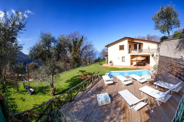 Villa Gradoni. Garden Pool & Views. Sorrento hills