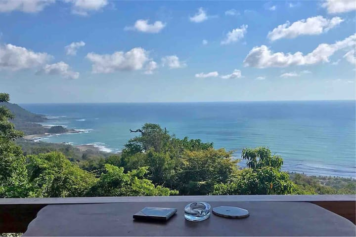 ***Ocean View Studio close to town and Beaches***