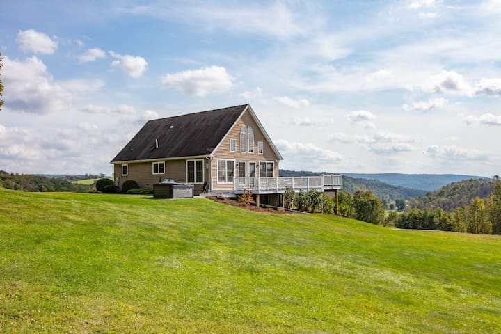 Sky High Chalet! Gorgeous home with hot tub etc.