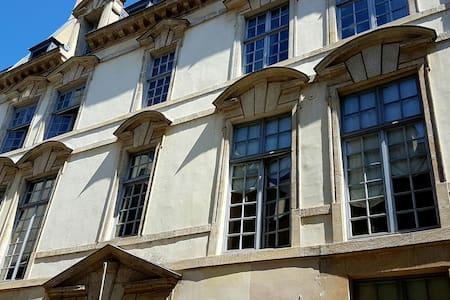 Marais Authentic Apartment - Paris