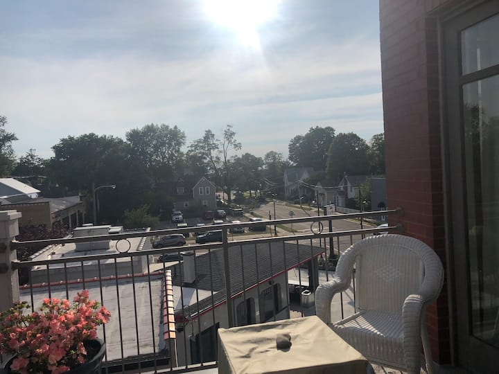 Heavenly South Haven In-Town Condo
