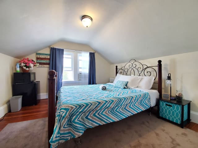 Perfectly Located in Medford/15 min to Airport