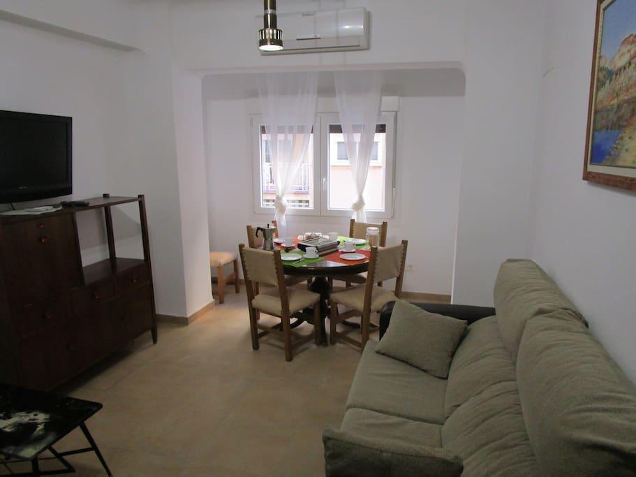 Salón - Comedor/ Dinning room