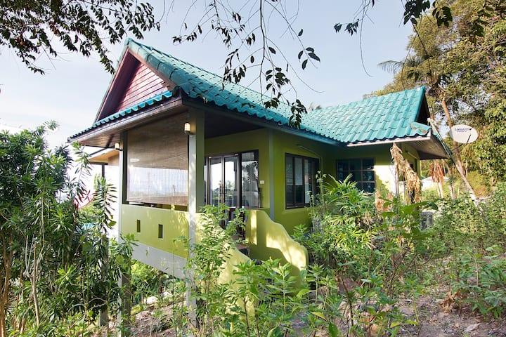 OLIVIA House. Дом с видом на море на пляже Маенам