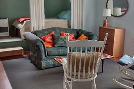 Brookside Apartment Spring and Summer Getaway - Pine Hill - Huoneisto