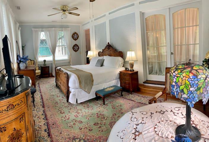 Garden Suite - Gramercy Mansion