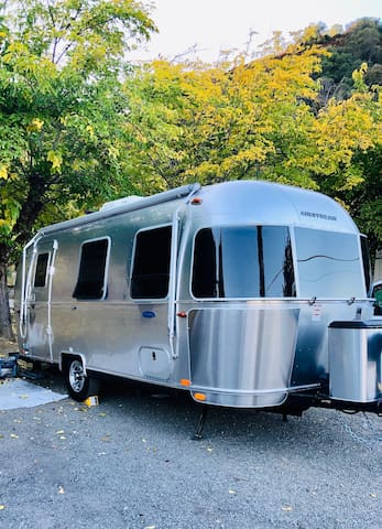 AT&T AIRSTREAM! INCLUDES RESERVED BEACHFRONT SITE!