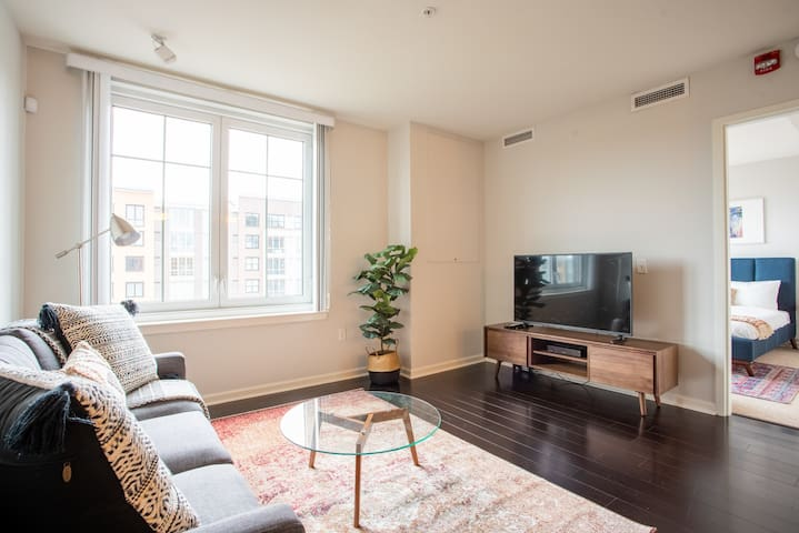 Beautiful 1BR in Weehawken, Pool + Pet-Friendly