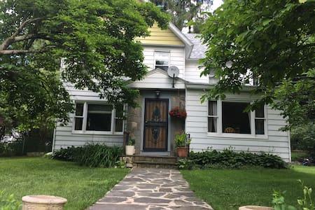 Cute Farm House ( Walk to Delaware River )