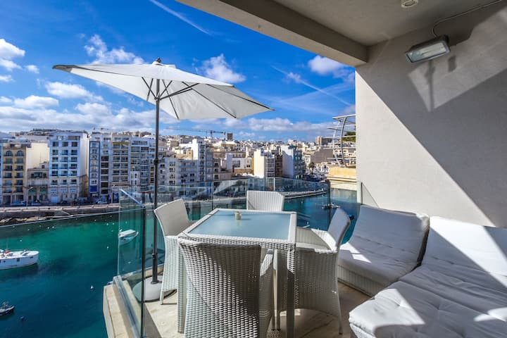St.Julians seafront luxurious apartment .Superhost