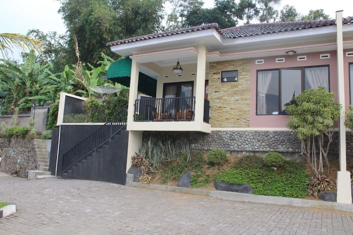 Villa Khansa Reaort Riverr Hills