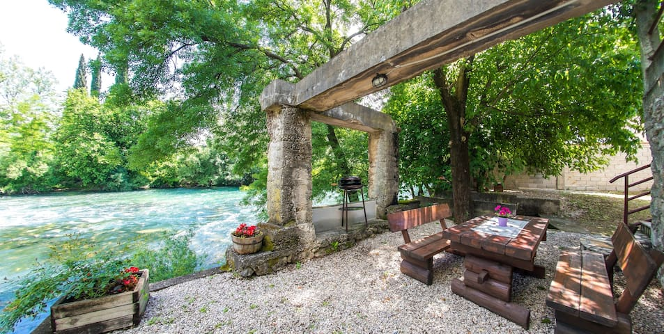 Charming Cottage with Private River Beach