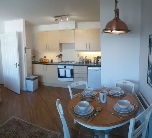 Nu-vu Beach Appt, 2 Bedroom, Gated Parking Wifi. - Poole - Lägenhet
