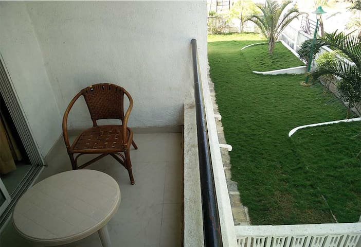 Upper Lonavala,2BHK,Common POOL & Lawns - Karla - Casa