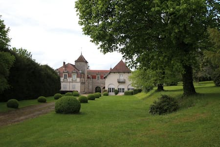 Charming XVIII/XIX C. Château in walled grounds