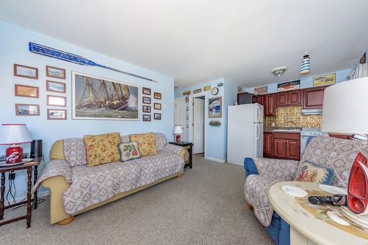 2 BR/1 BA Seaside Heights Condo! Great Location!!!