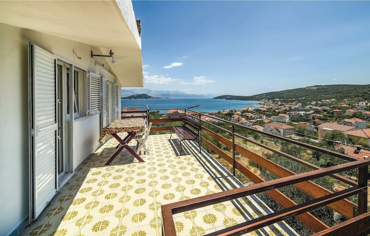 Holiday apartment with 2 bedrooms on 64m² in Slatine