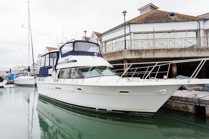 Yacht Southampton TownQuay B&B best 5* yacht in Uk