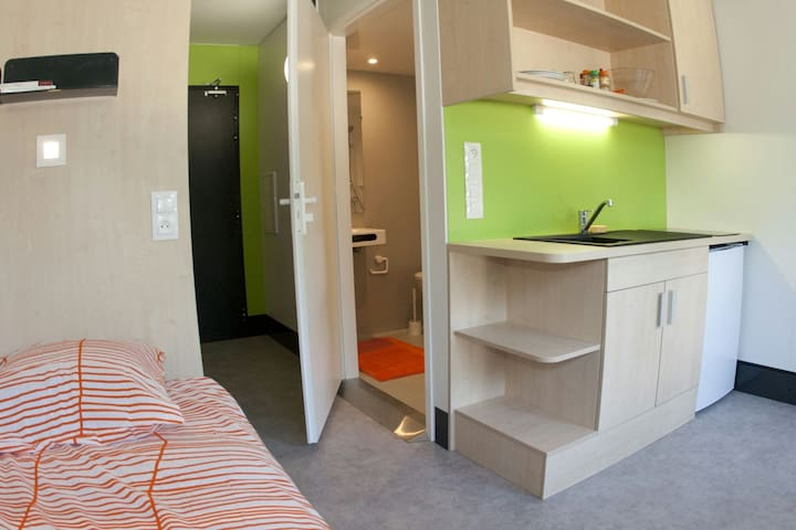 Beau studio meublé avec terrasse - Strasbourg - Apartment