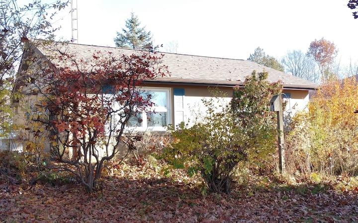 Twilight Cottage with Pymatuning Lake View
