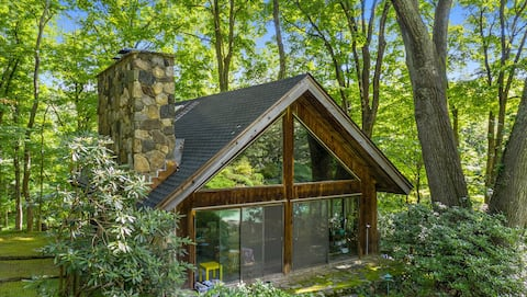 A Lovely Cottage in the Woods