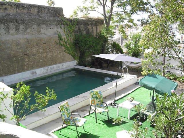 piscina abierta del 15 de junio al 15 septiembre