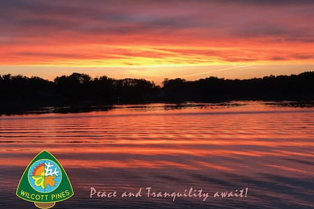 Wilcott Pines-Spacious lakefront tranquility & fun
