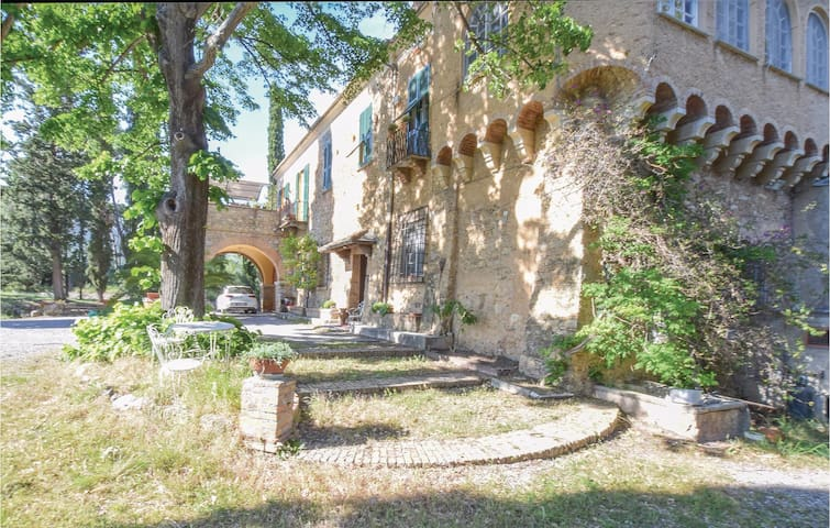 Stunning home in Albenga with 2 Bedrooms