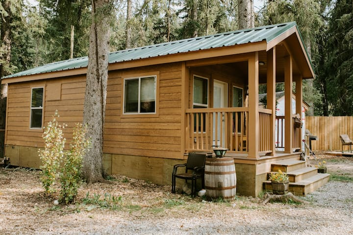 Mama Bear Cabin Bragg Creek
