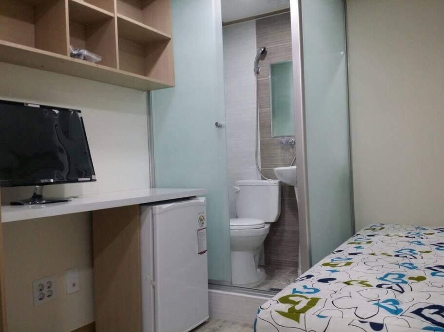 전용1인실모습(전용화장실,샤워실)