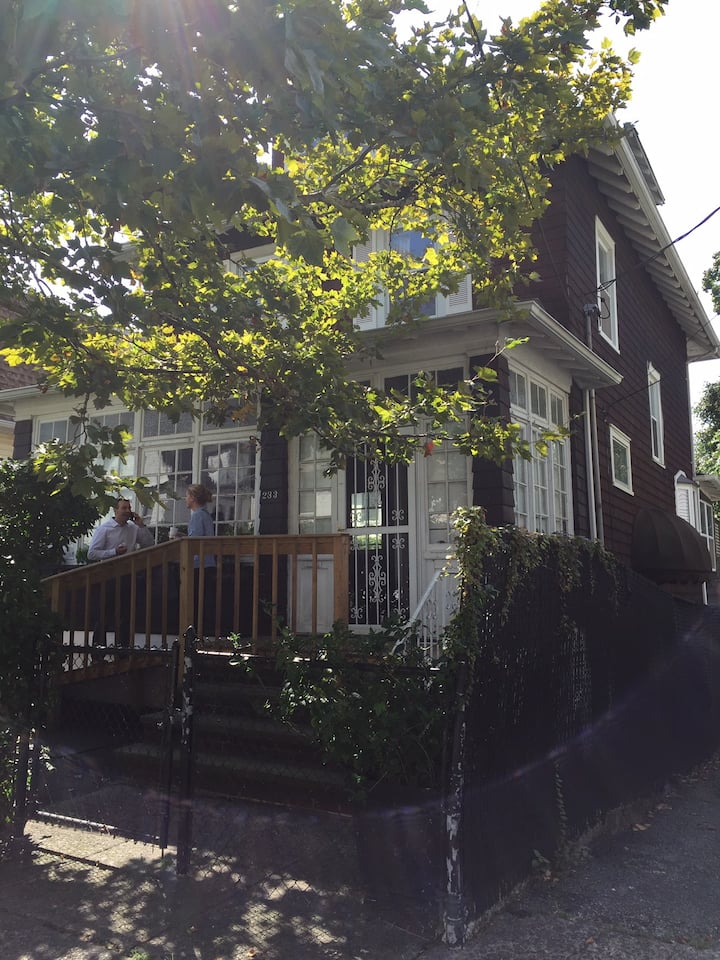 Sunny House Minutes from Manhattan