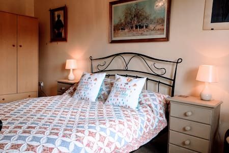 """Spacious self-contained one bedroom """"granny"""" flat - Leominster - Wohnung"""