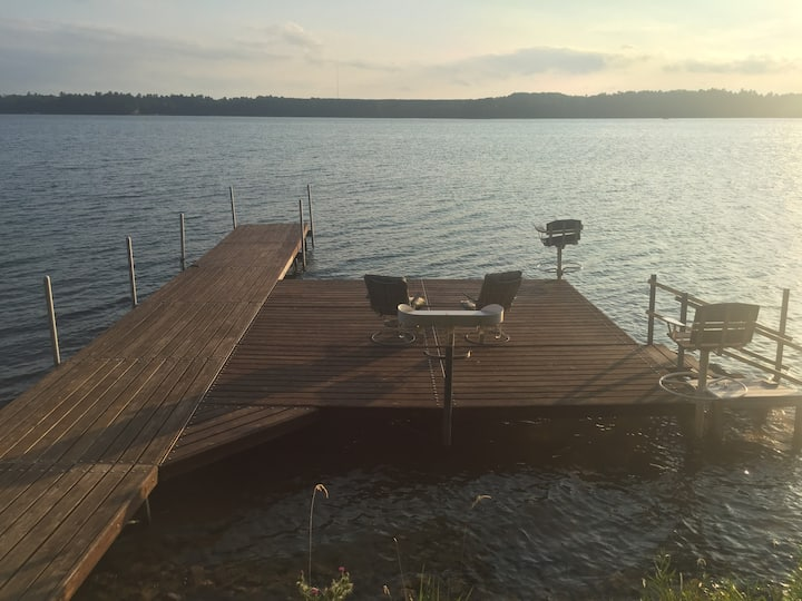 Northwoods Cabin on lake; fish swim, relax